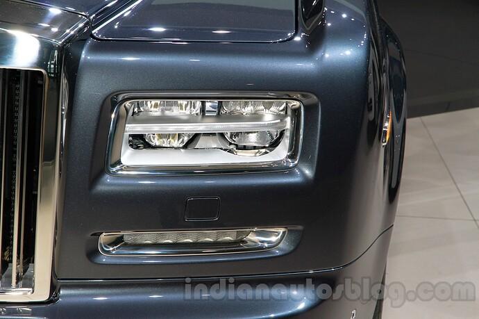 Rolls-Royce-Phantom-Metropolitan-headlight-at-2014-Guangzhou-Auto-Show