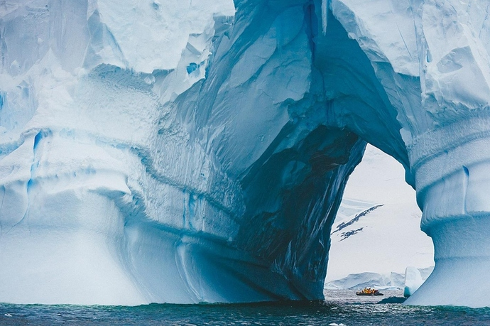 Antarctica-tunnel