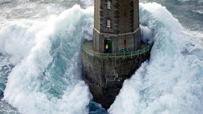 lighthouse-storm-man