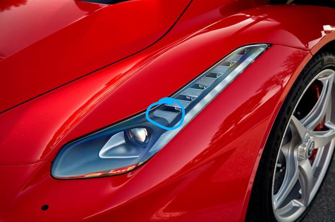 2015-Ferrari-LaFerrari-headlight-1