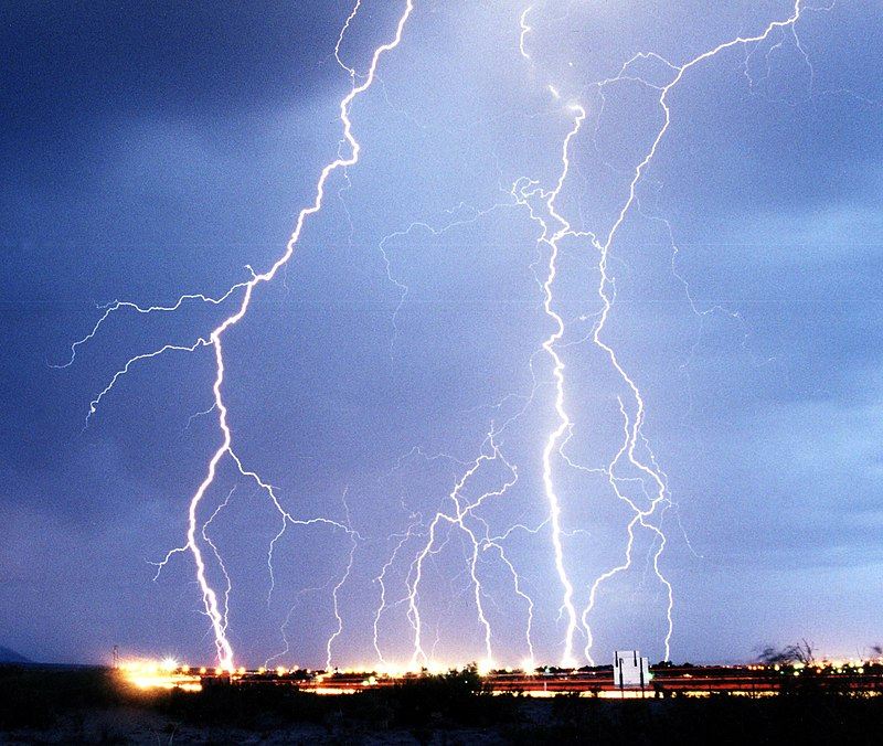 800px-Lightning3