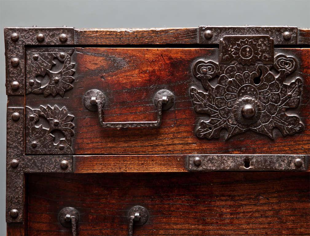 Keyaki Wood Tonsu Detail