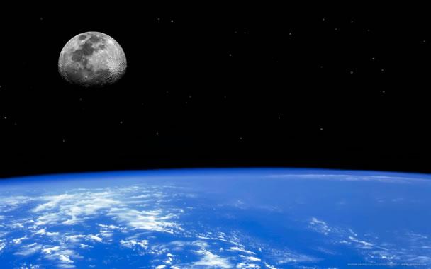 http://austinkids.files.wordpress.com/2010/01/moon-earth1.jpg